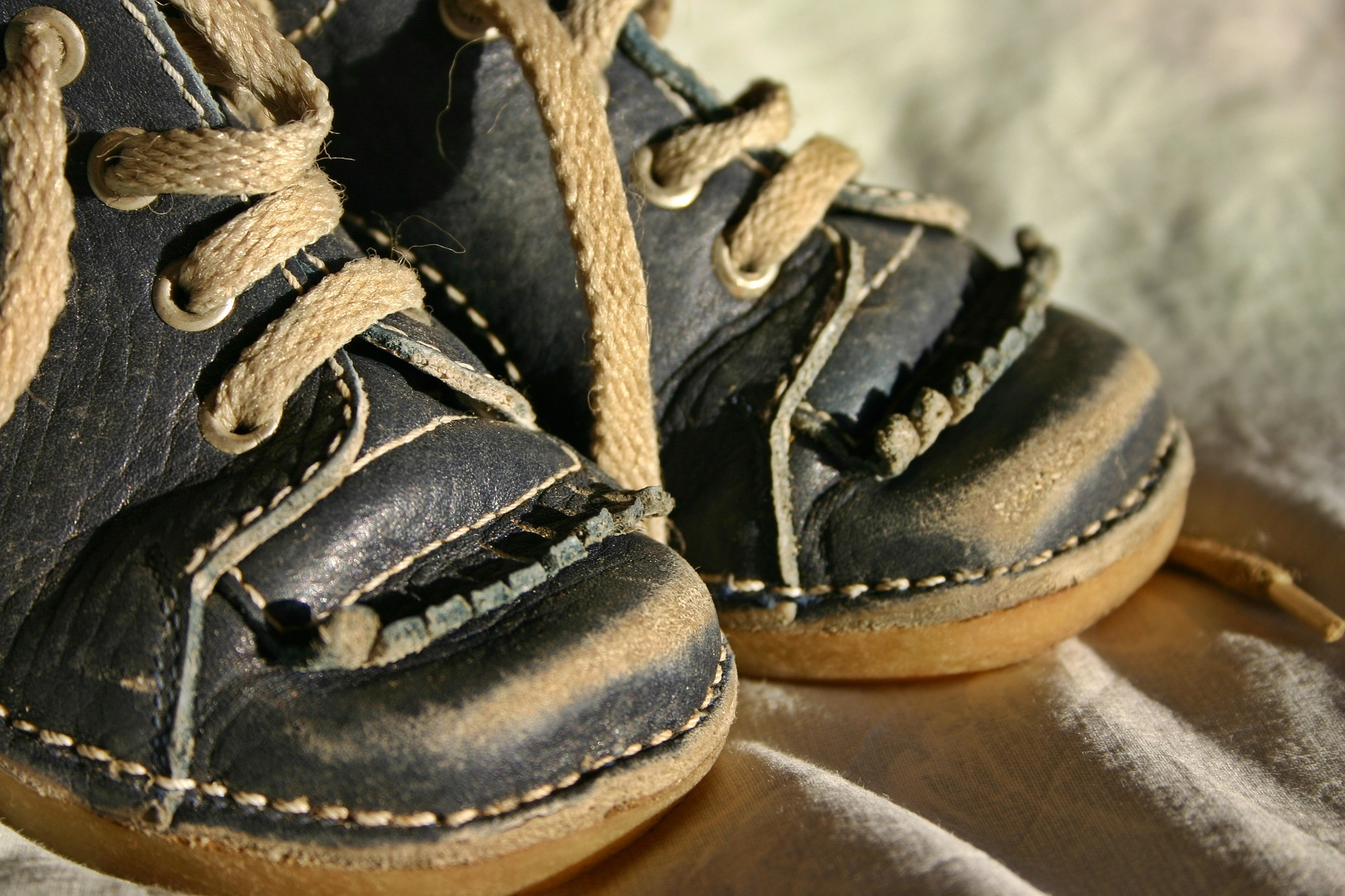childrens-shoe-1728294_1920